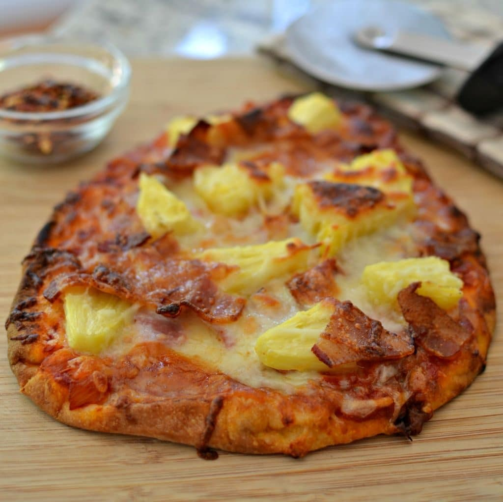 Mouthwatering Easy Hawaiian Pizza
