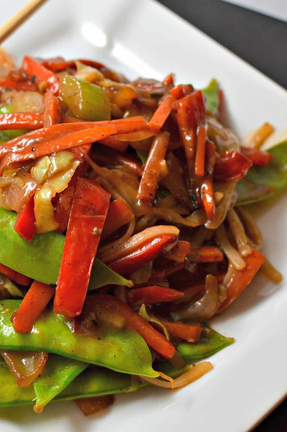 A delicious beef stir fry recipe with onions, carrots, celery, red bell pepper, noodles and an easy six ingredient sauce.