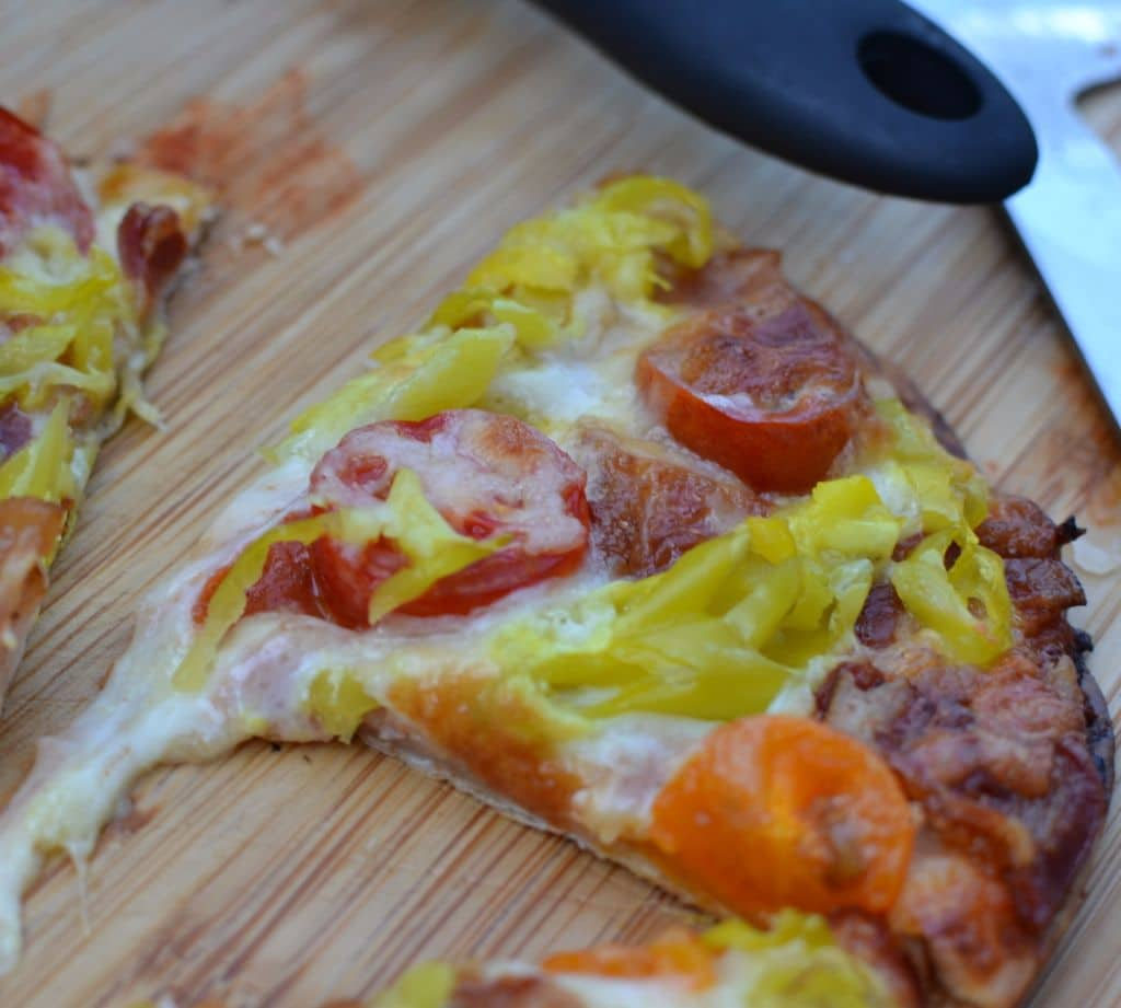 Grilled Peperoncini Bacon Tomato Flatbread (5)