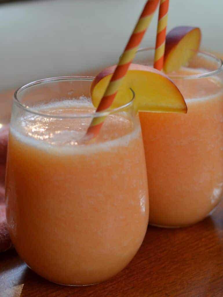 Easy Quick Refreshing Peach Daiquiris