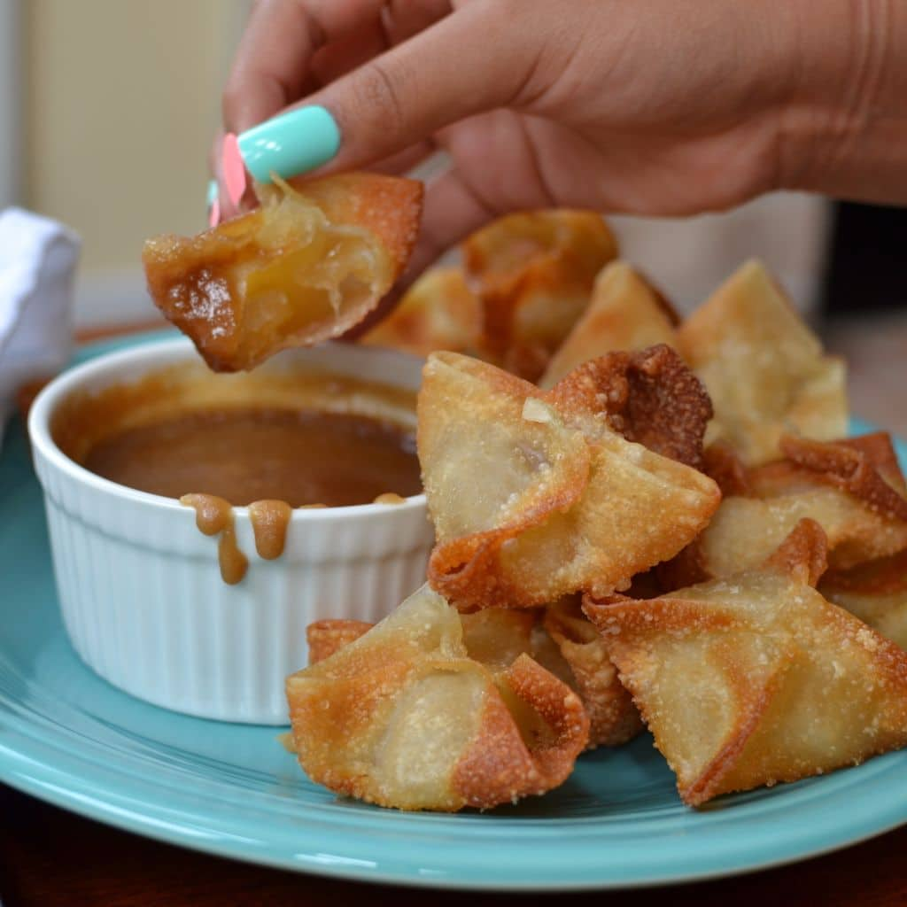 Apple Wontons with Caramel Dipping Sauce (11)
