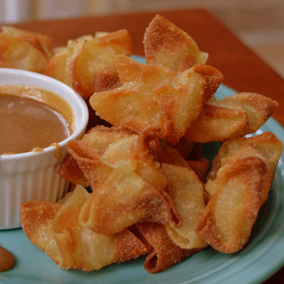 Apple Wontons with Caramel Dipping Sauce (3)