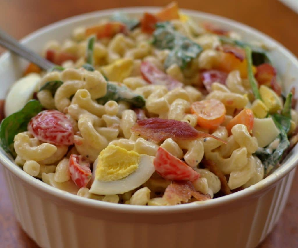 macaroni salad with bacon and tomato