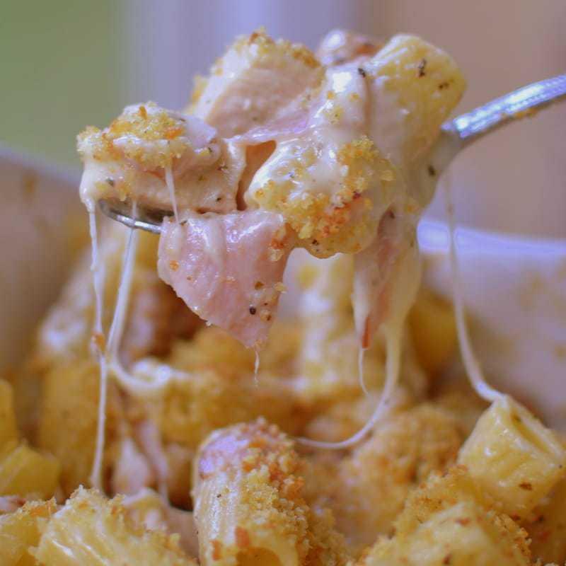 Chicken Cordon Bleu Pasta Caserole (3)-001