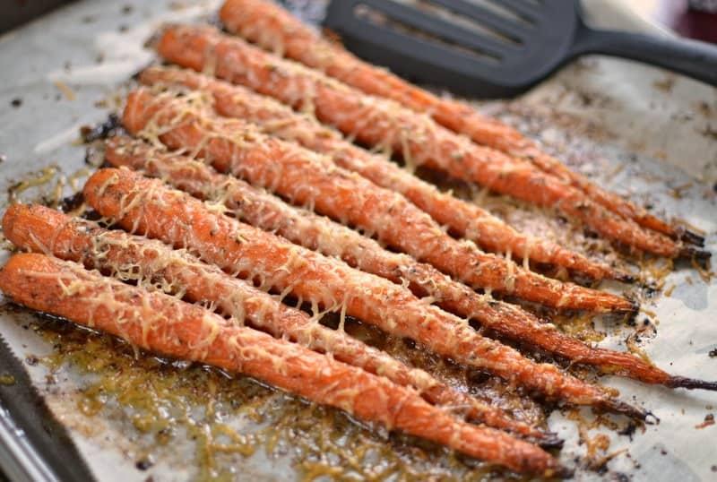 roasted-garlic-herb-parmesan-carrots-6
