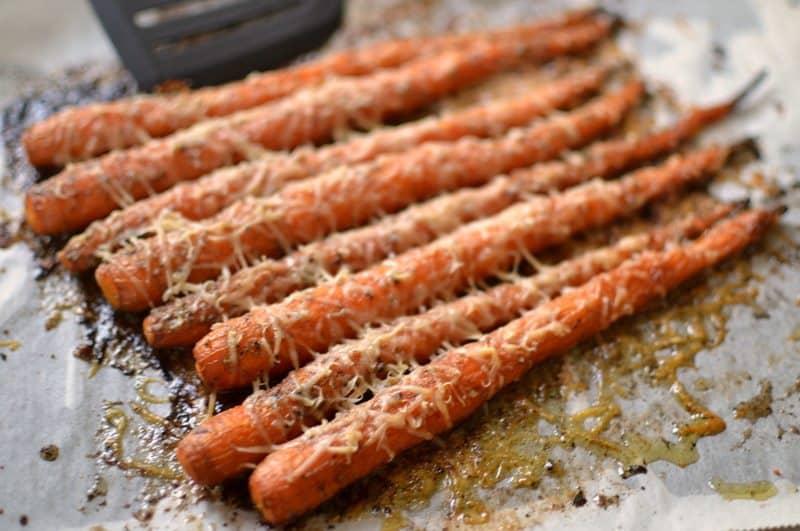 roasted-garlic-herb-parmesan-carrots