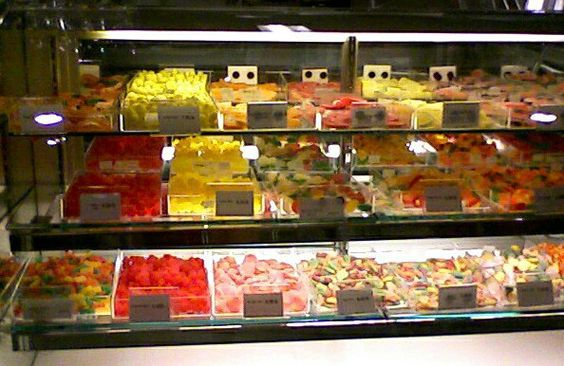 famous-barr-candy-counter