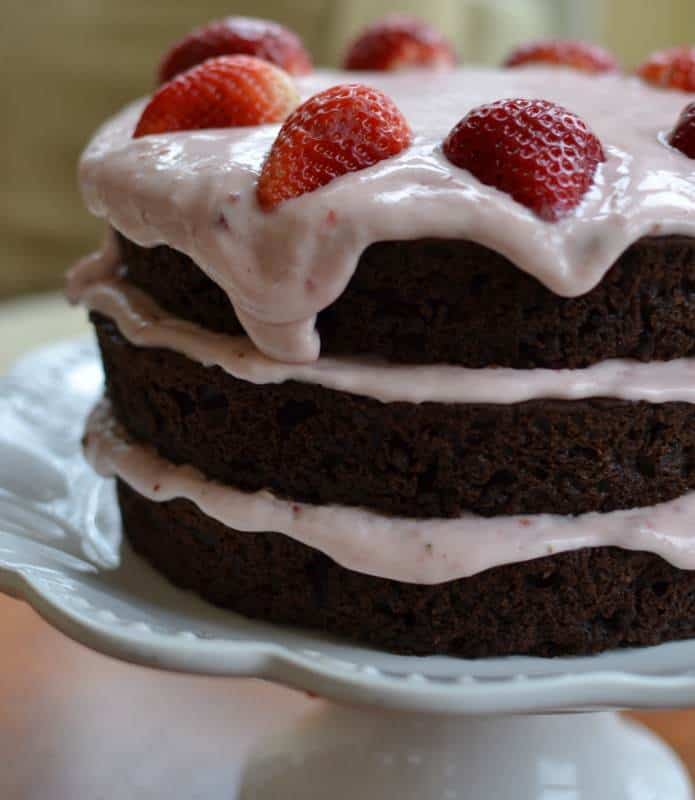 chocolate-strawberry-cream-cake-3