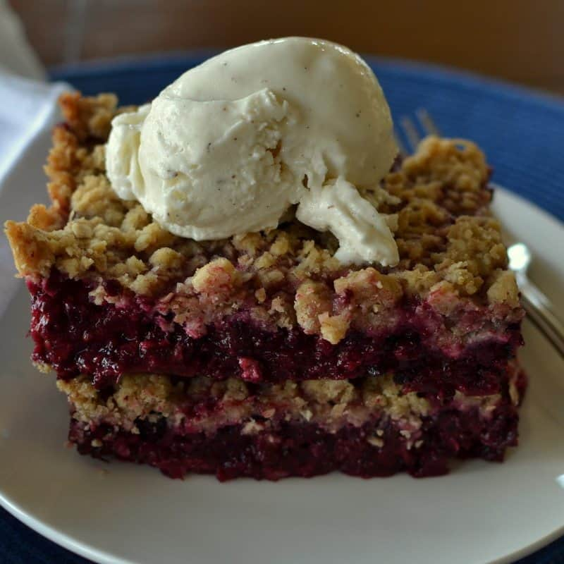 This blackberry crisp has sweet layers of blackberry between crunchy layers of crisp topping