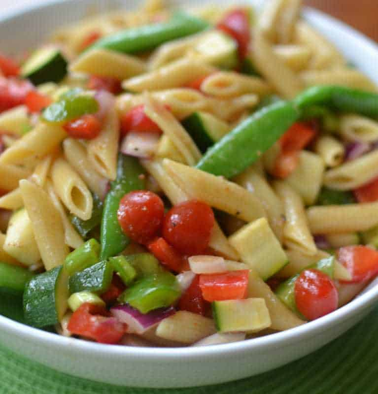 This Beautiful Fresh Summer Vegetable Pasta Salad Is Loaded With Fresh Good For You Summer Veggies Like Red And Green Bell Peppers Zucchini
