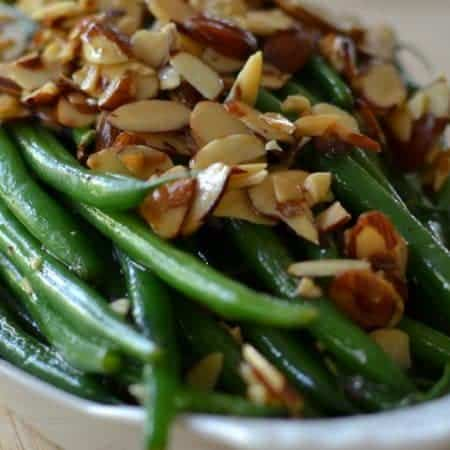 Green Beans with Toasted Almonds and Garlic