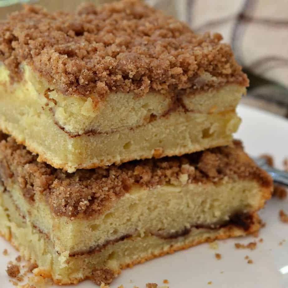 This delicious cinnamon coffee cake has a thin layer of cinnamon cream cheese in the center