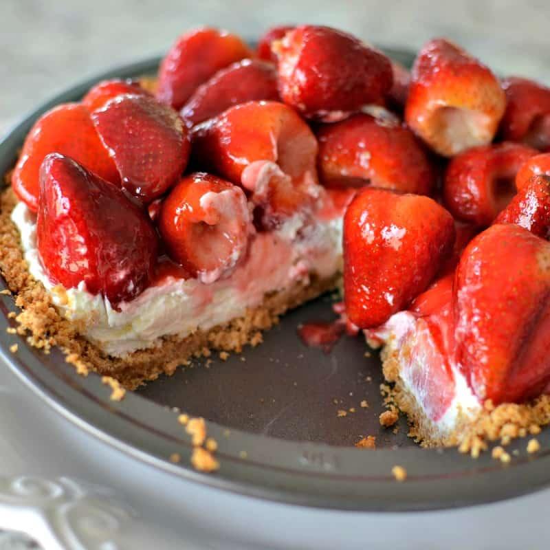 Cream cheese pie with glazed strawberries
