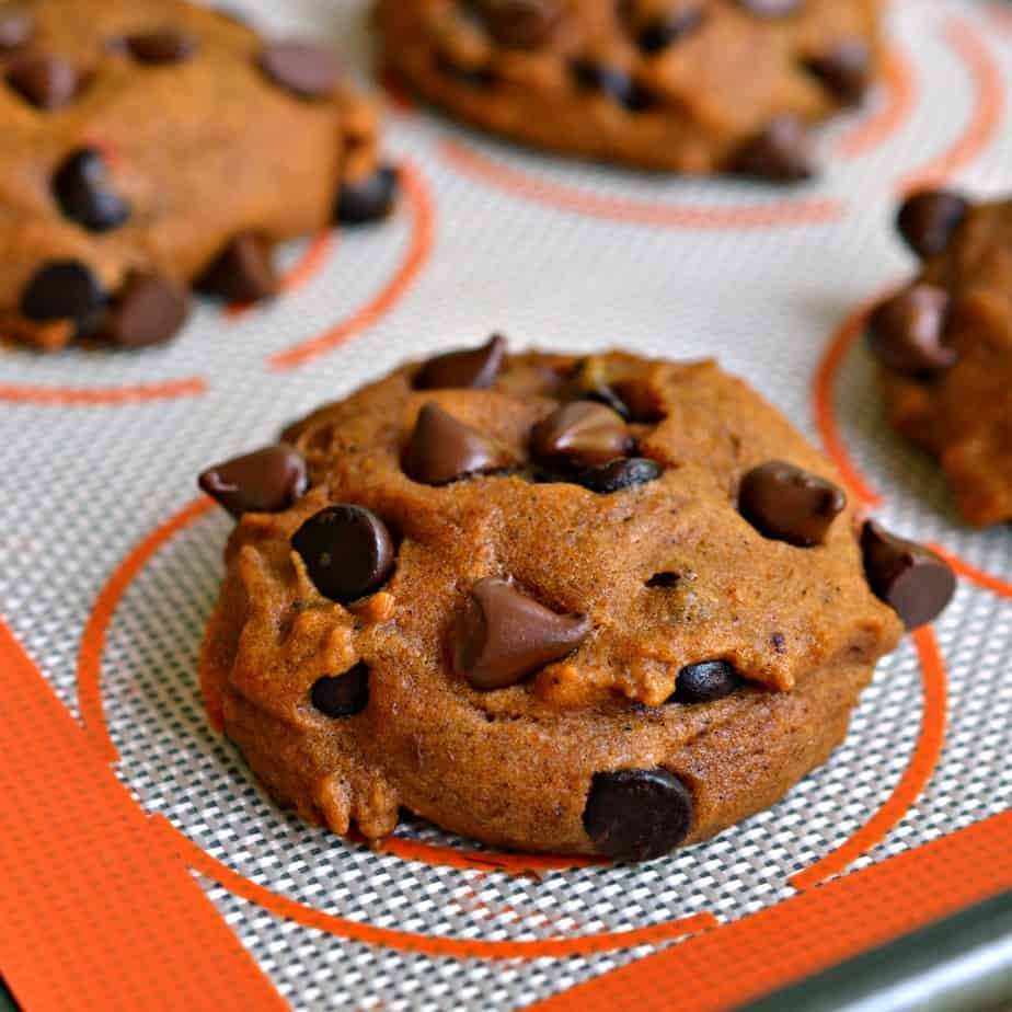 Pumpkin Chocolate Chip Cookies are cake like cookies made with pureed pumpkin, semisweet chocolate , and pumpkin pie spices