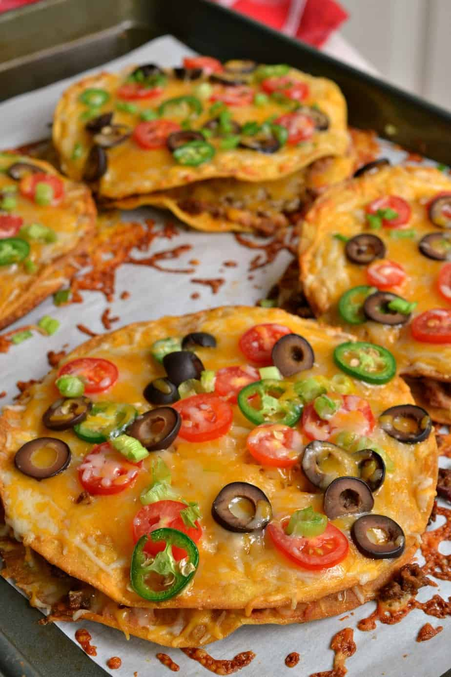 Here's how to make delicious Mexican pizzas for an easy and fun weeknight or weekend dinner