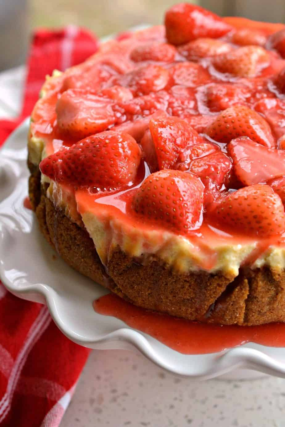 With a few simple tips you too can make an impressive Strawberry Cheesecake.