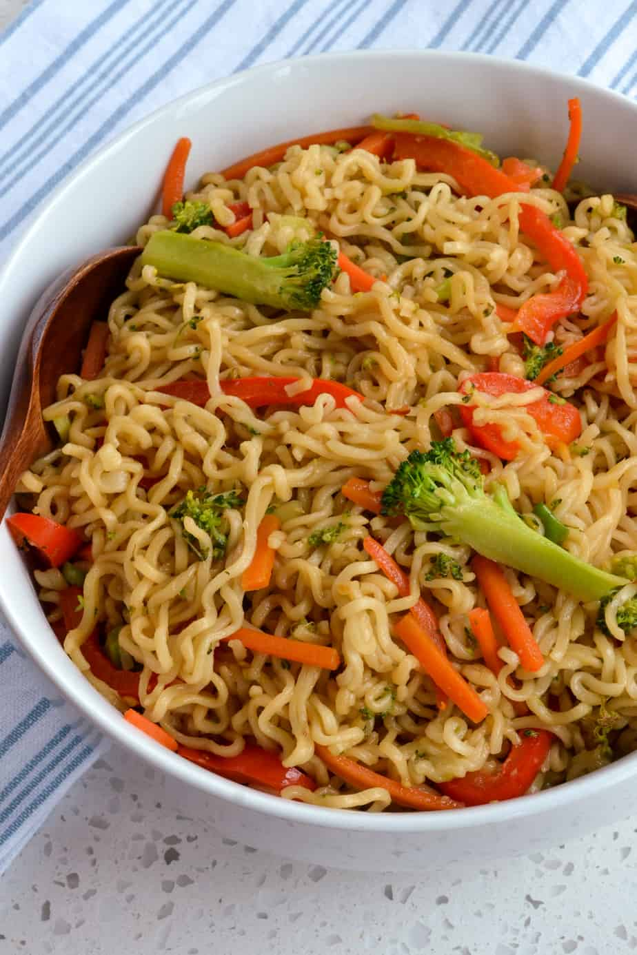 A quick and easy noodle stir fry with fresh vegetables and a six ingredient sauce.