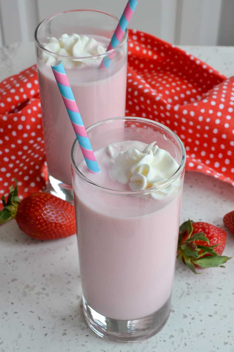 Creamy cows milk combined with sweet strawberry syrup.