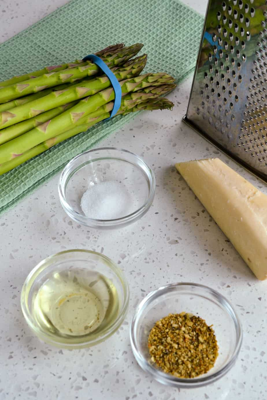 The ingredients for asparagus cooked in the air fryer.