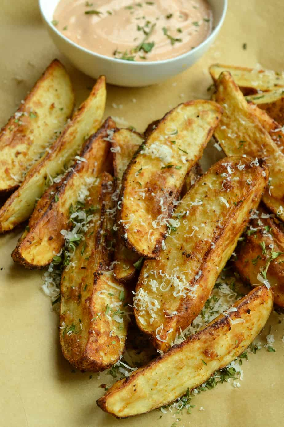 Crispy potato wedges with a spicy mayonnaise based sauce