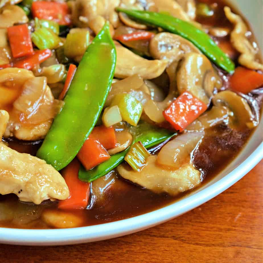 Chop suey with chicken, onions, carrots, mushrooms and snow peas.